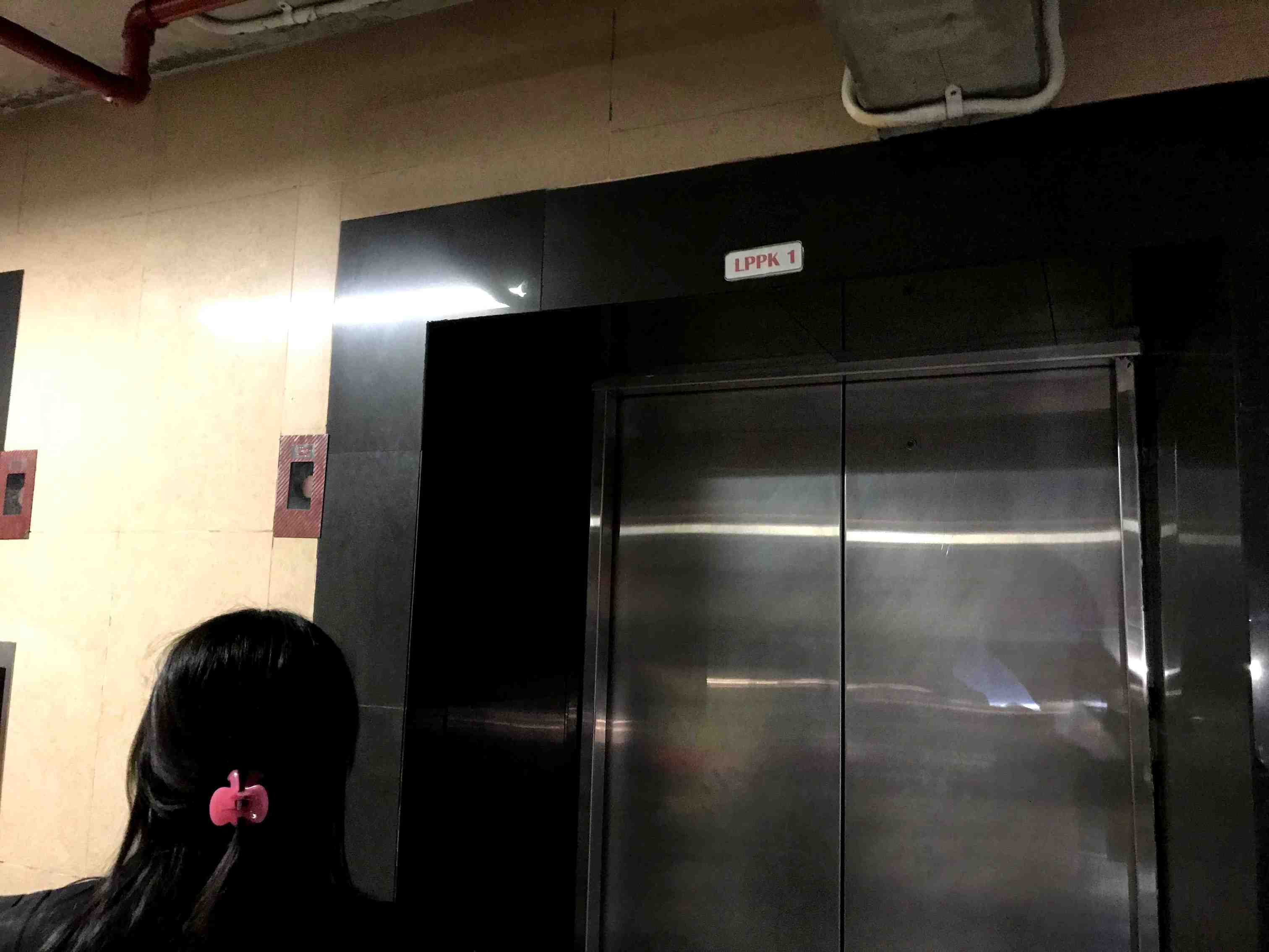デンパサール空港駐車場エレベーター