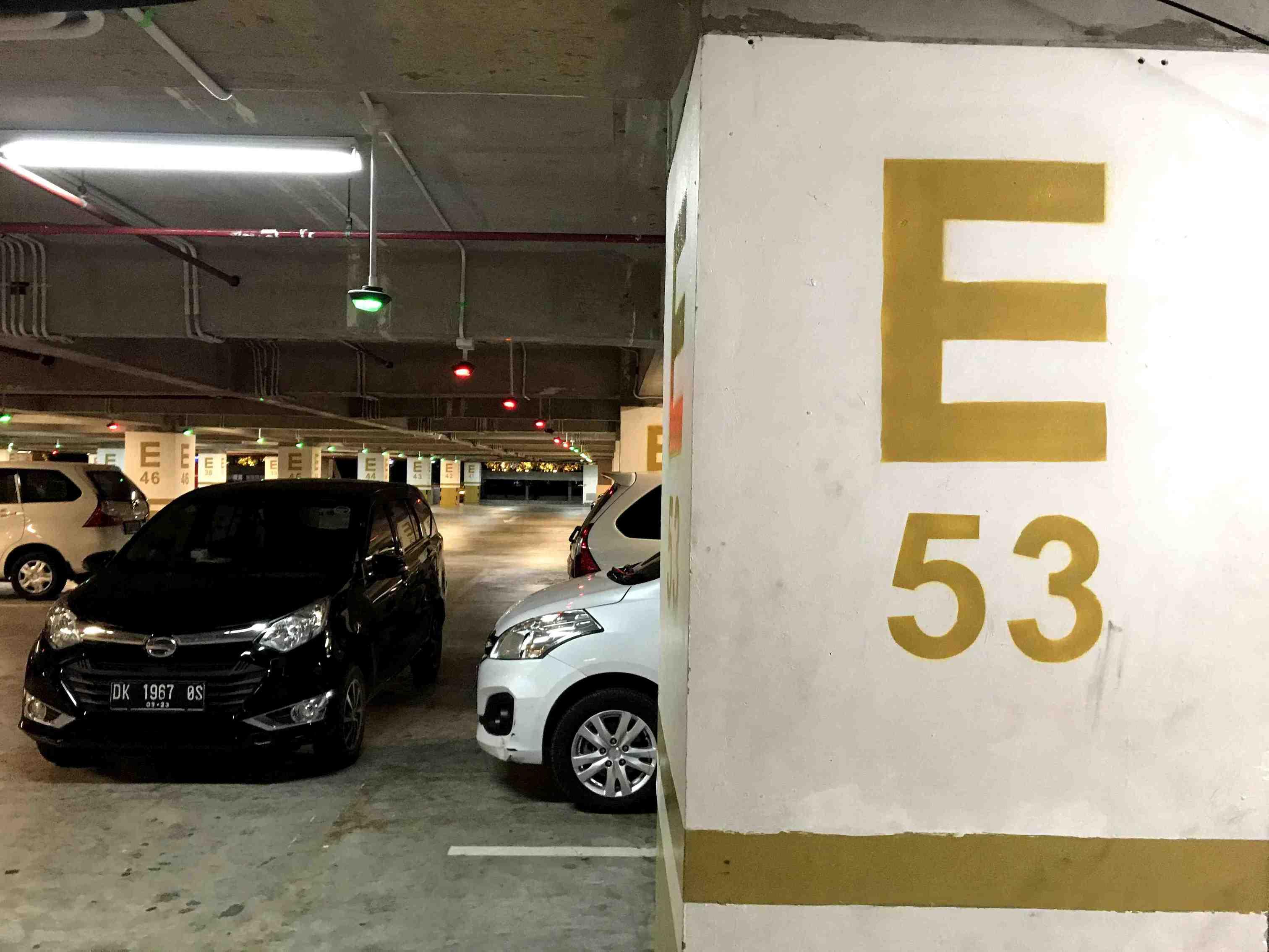 デンパサール空港4階駐車場